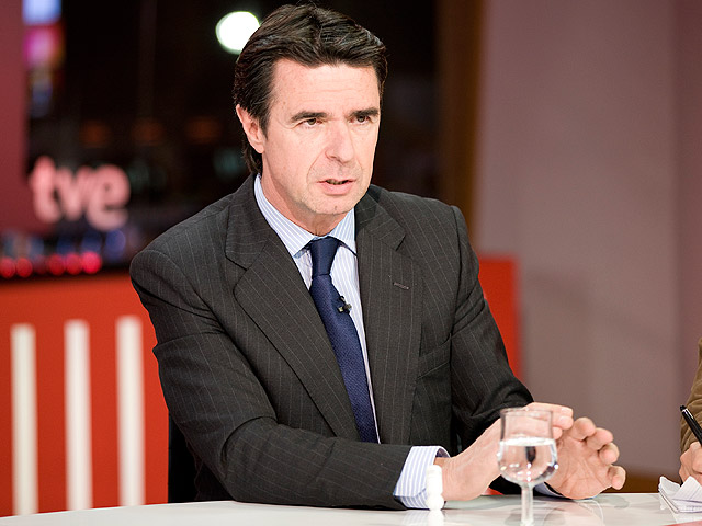 Soria, ministro de Industria, anuncia que la luz no subirá en el primer trimestre de 2012