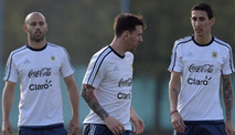 Ir al VideoSuárez regresa a la selección y Messi y Bravo, de nuevo frente a frente