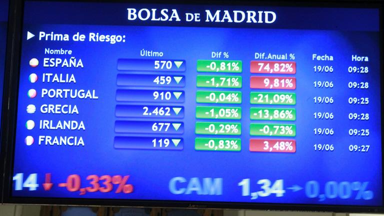 La subasta de la deuda española calma a la prima de riesgo, que baja de 570 puntos