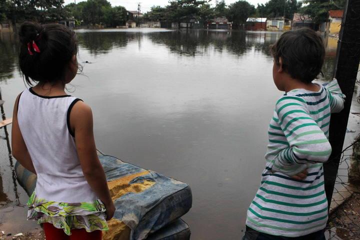SUBEN A 300.000 LOS EVACUADOS POR INUNDACIONES EN PARAGUAY, SEGÚN LA UNICEF