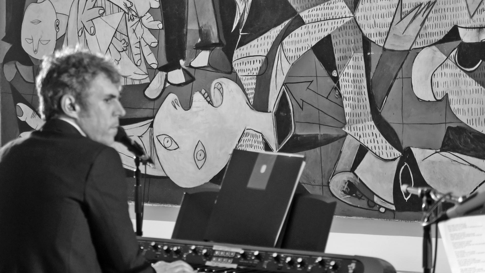 Suena Guernica - Iván Ferreiro, 'El pensamiento circular' - 07/06/17