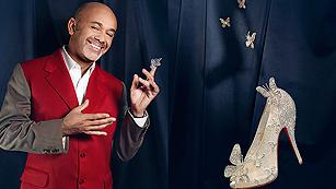Solo moda - El sueño de Christian Louboutin: calzar a la reina Isabel II