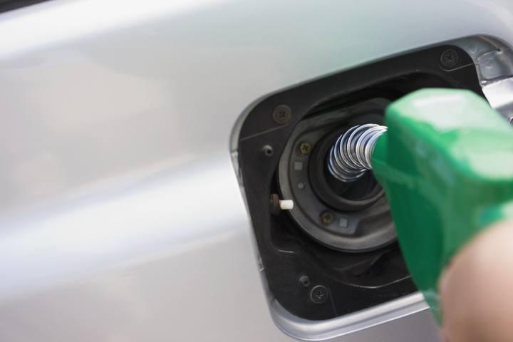 El gasto de la gasolina el scooter de agua