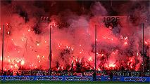 Ir al VideoSuspenden antes del final el PAOK-Olympiakos por la violencia en el estadio