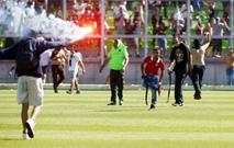 Ir al VideoSuspenden el último partido de la liga chilena por una gran pelea