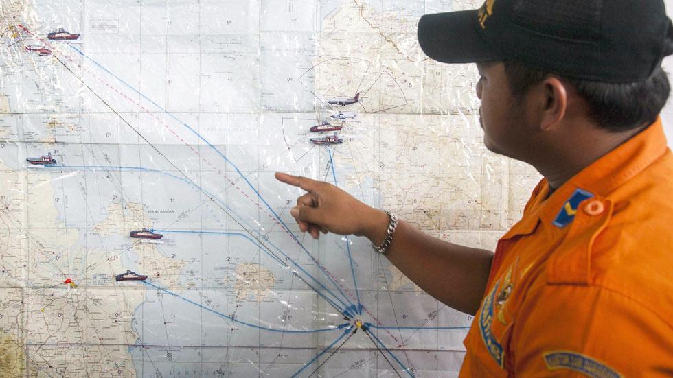 Suspendida por el mal tiempo la búsqueda del avión siniestrado en Indonesia