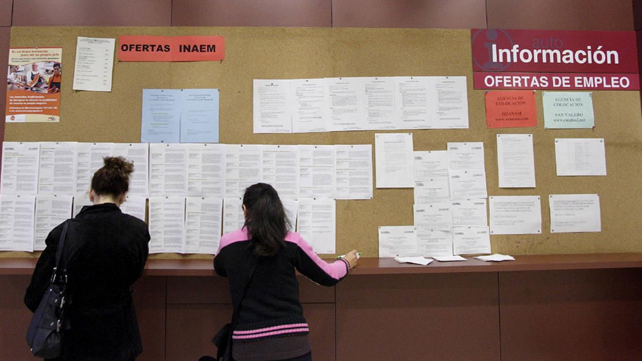 El 17 9 de los parados en espa a encontr un empleo en el for Oficina de empleo ofertas