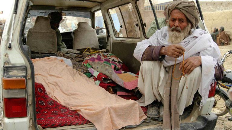 Los talibanes afganos juran vengarse por la matanza de 16 civiles afganos