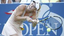 Ir al VideoLa tenista Wozniacki enredó su trenza en la raqueta