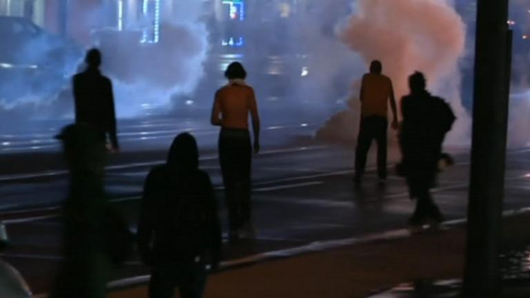 Tensión en Misuri durante el toque de queda declarado por el gobernador