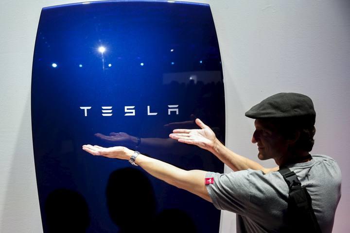 Tesla ha presentado unas baterías para almacenar energía eléctrica en los hogares y en las pequeñas empresas.