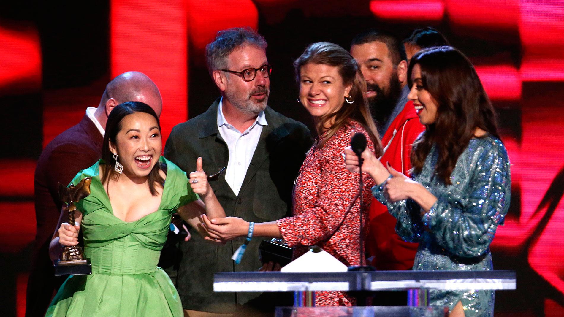 Ir al Video'The Farewell' triunfa en los Spirit en la víspera de los Oscar