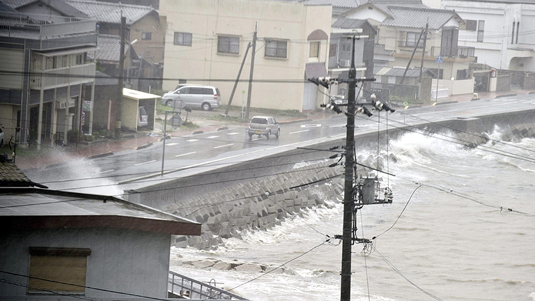 El tifón 'Halong' deja al menos cuatro muertos a su paso por Japón