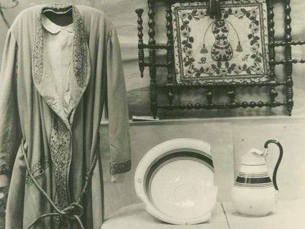 """Tina Modotti, """"Bodegón (vestido, palangana, jofaina)"""" (1928-29)"""