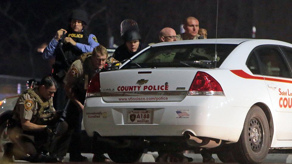 Dos agentes heridos en un nuevo tiroteo frente a una comisaría en Ferguson