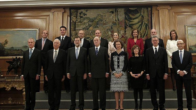 Los 13 ministros juran su cargo ante el rey en presencia for Ministros del gobierno