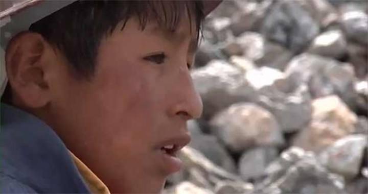 Tokio tiene tan solo 11 años y trabaja en una mina de Bolivia.