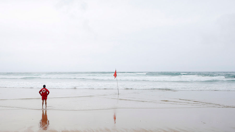 Las tormentas, el viento y las olas ponen en riesgo  a ocho provincias, con máximas superiores a los 36º C