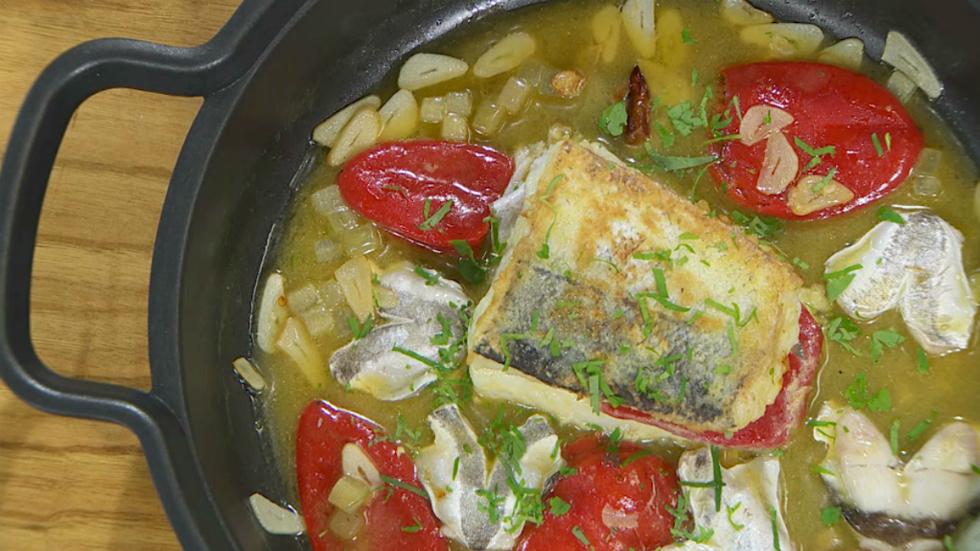 Receta de cola de merluza rellena for Cocina hermanos torres