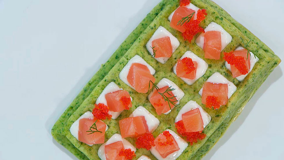 Receta de gofres salados de espinacas y salmón ahumado