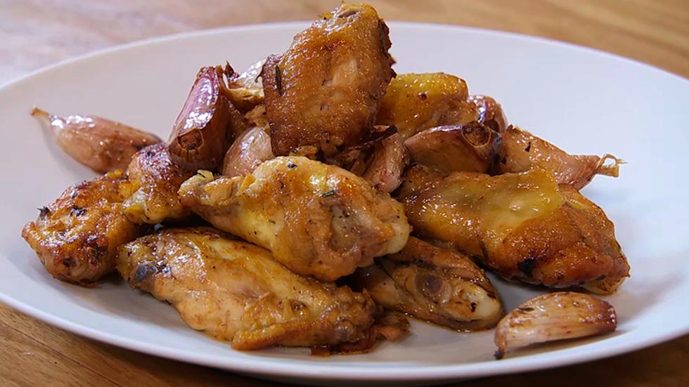 Receta de alitas de pollo a los 100 ajos for Despresadora de pollo