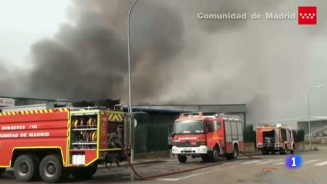 Una trabajadora herida en el incendio de una nave química en Campo Real