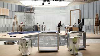 Trabajos contrarreloj para construir el plató circular que acogerá el debate a cuatro