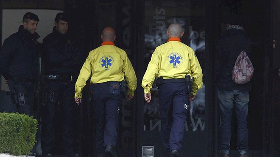 Un equipo de psicólogos y médicos atienden a los familiares de las víctimas del accidente de avión en Francia