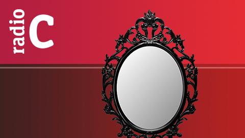 A través de un espejo