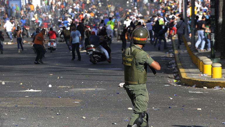 Tres muertos, heridos y acusaciones tras marchas en Venezuela