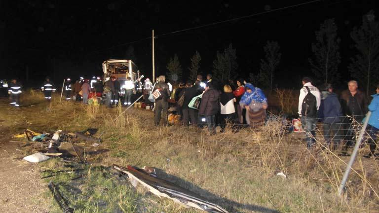 Tres muertos y tres ingresados tras el accidente de dos autobuses en Palencia