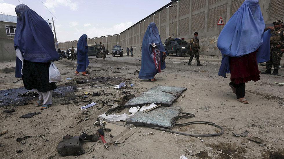 Tres muertos, uno de ellos extranjero, en atentado contra un convoy internacional en Kabul