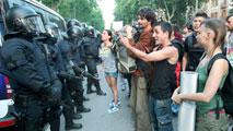 Ir al VideoEl Tribunal Supremo condena a tres años de cárcel a ocho acusados por el asedio al Parlament en 2011