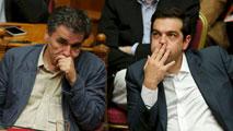 Ir al VideoTsipras consigue aprobar los recortes ante la oposición de los griegos y parte de Syriza