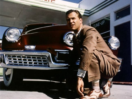 'Tucker, un hombre y su sueño', la historia real de un inventor incomprendido por la industria automovílista en la que Coppola plasmó sus desencuentros con la maquinaria cinematográfica.