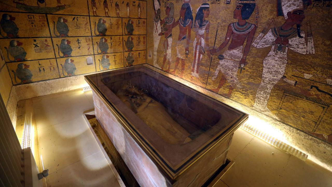 La tumba intacta de Tutankamón fue descubierta en 1922 en el Valle de los Reyes por Howard Carter.