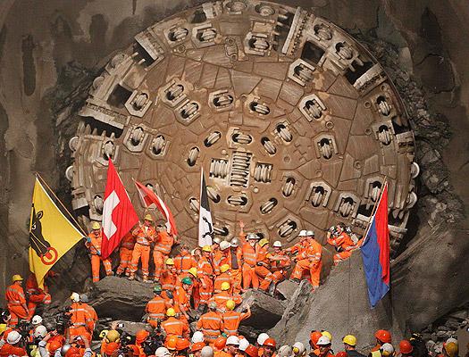 Hoy se ha terminado de perforar el túnel más largo del mundo, el de San Gotardo, en Suiza.