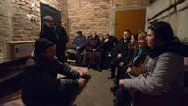 Ucranianos del este viven en el subsuelo para refugiarse de los bombardeos