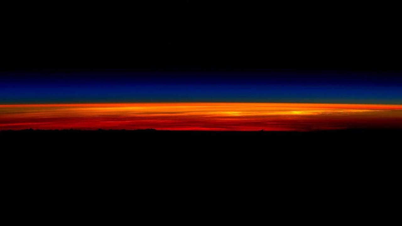 El último amanecer visto por Scott Kelly desde la EEI antes de regresar a la Tierra. (SCOTT KELLY)