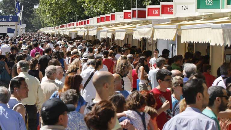 Los lectores apuran hasta el último minuto en la Feria del libro