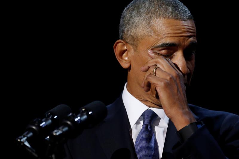 Obama se ha emocionado al dar las gracias a su esposa Michelle Obama y a sus hijas.