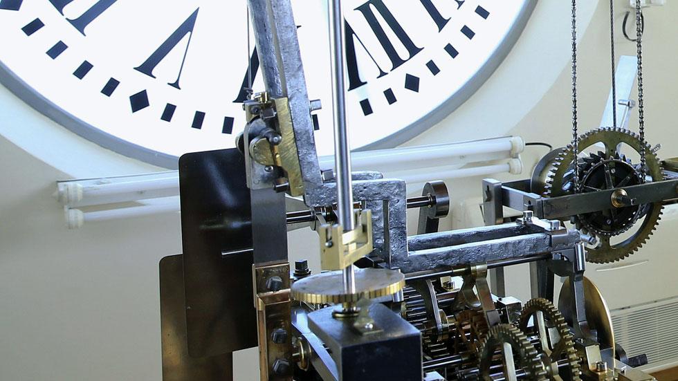 Los ltimos preparativos del reloj de la puerta del sol for Puerta de sol en directo