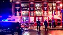 Ir al VideoUltras del Sevilla agreden a aficionados italianos y dejan tres heridos