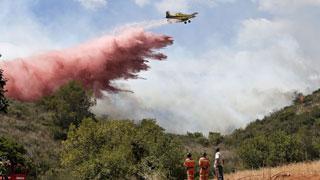 Unas 600 personas trabajan en las tareas de extinción del incendio de Bolbaite (Valencia)