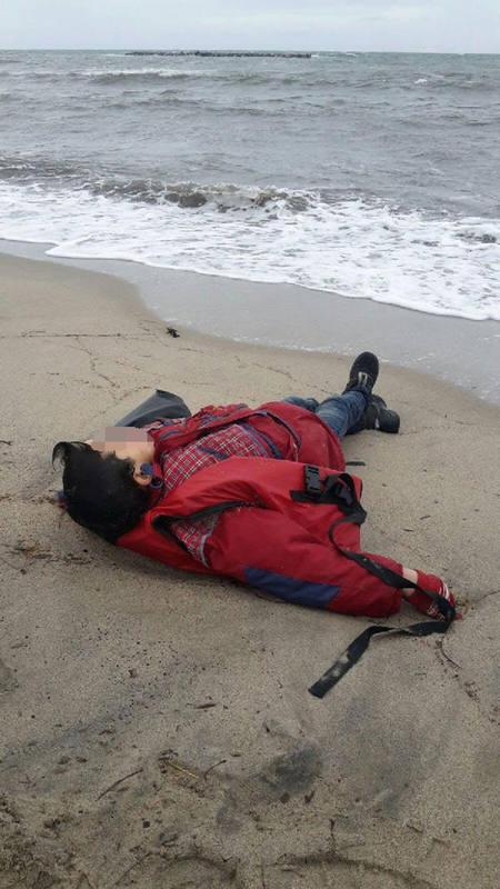 Uno de los tres niños refugiados que este martes han muerto cuando intentaban llegar a Grecia