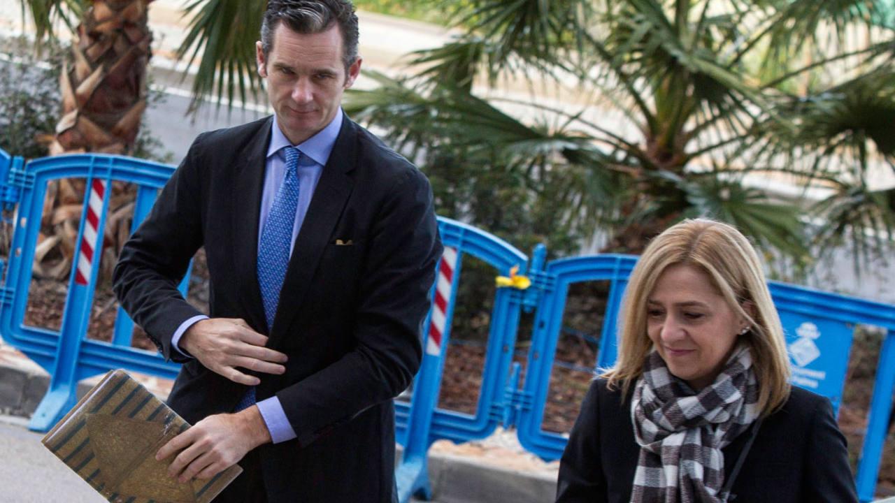 Urdangarin y la infanta Cristina, en una imagen de archivo, a su llegada a la sede del tribunal del 'caso Nóos