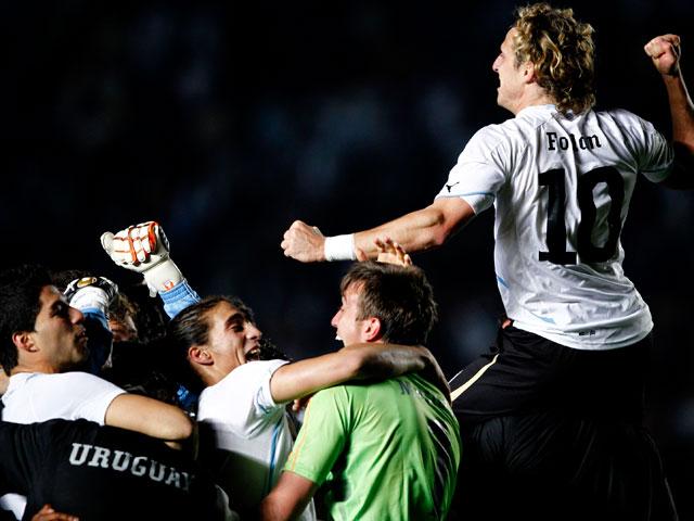 Uruguay vence a Argentina en los penaltis