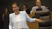 Ir al VideoUxue Barkos, presidenta de Navarra con los votos de Geroa Bai, EH Bildu, Podemos e Izquierda-Ezkerra