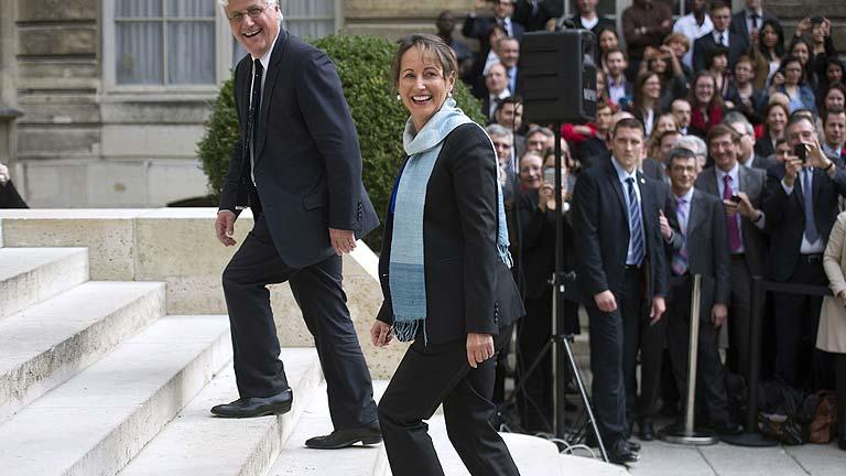 Valls incluye a royal en el nuevo gobierno franc s y deja for Gobierno exterior