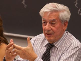 Ver vídeo  'Vargas Llosa: 'El Nobel en gran parte se lo debo a España''